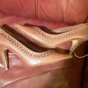 Ladies tan leather pumps